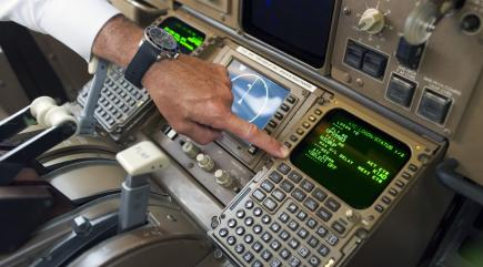 Air traffic control and pilots in the US are switching to text messages to communicate more efficiently