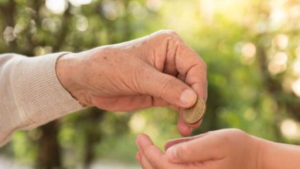 Families 'receive hundreds of pounds a year from generous grandparents'