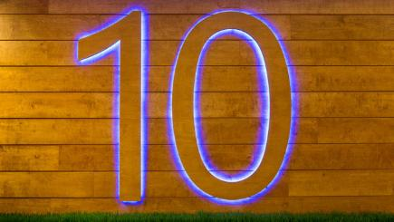 Wall with 10 on