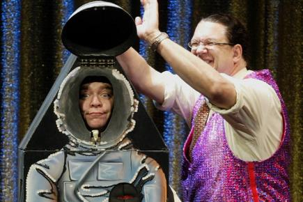 Penn and Teller perform on stage in Las Vegas, 2004