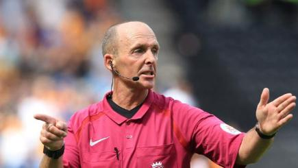Scholes: Mike Dean should be stood down